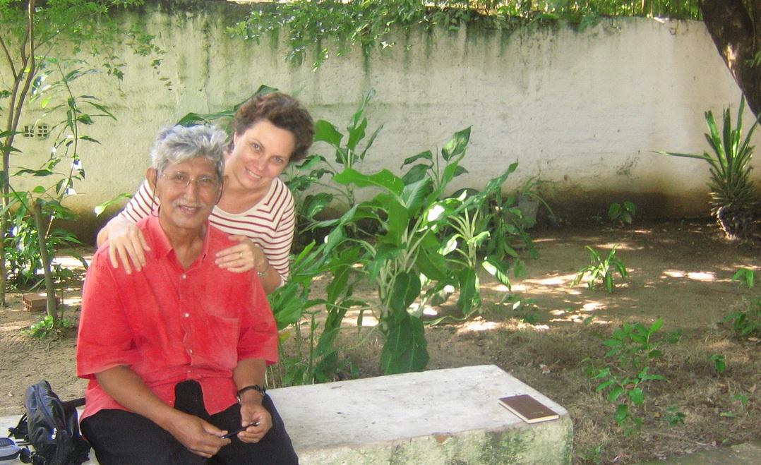 Nota: Nesta foto que ilustra o texto, vemos Alberto e minha companheira Socorro, que tinha grande admiração e amizade pelo poeta.
